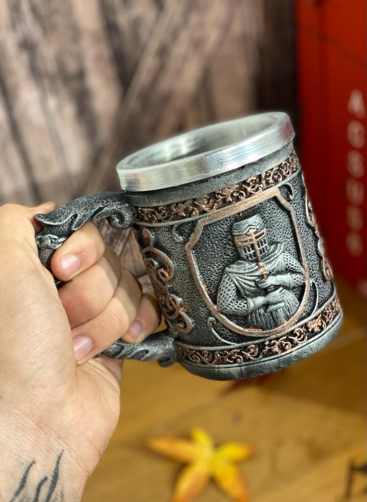 Caneca Medieval ( Cavaleiro Armadura ) - 400ml