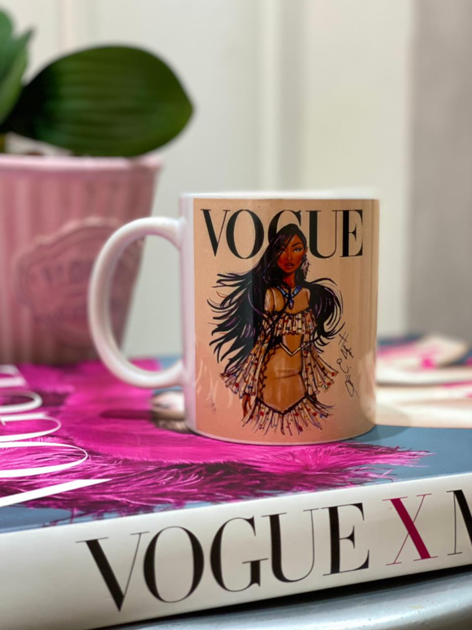 Caneca Pocahontas (Vogue): Princesas Disney - EV