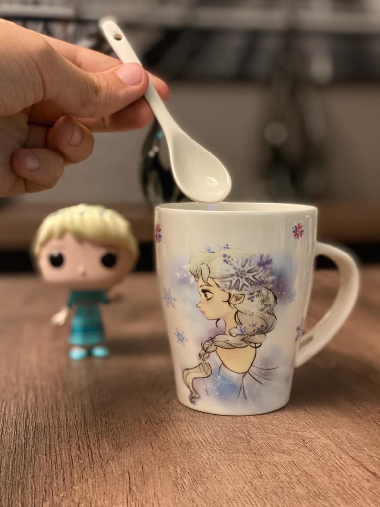 Caneca Porcelana (Com Colher) Elsa: Frozen - 310ml