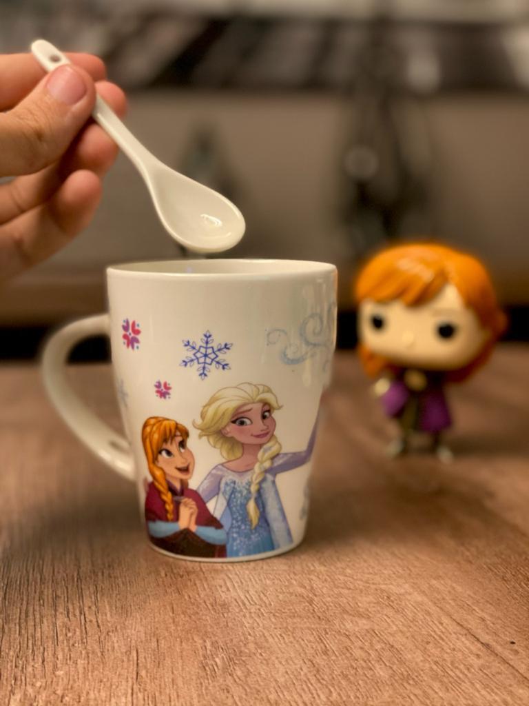 Caneca Porcelana (Com Colher) Olaf, Anna e Elsa: Frozen - 310ml