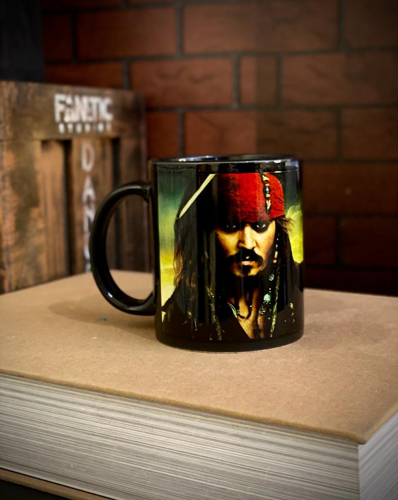 Caneca Preta Capitão Jack Sparrow - Piratas Do Caribe - EV