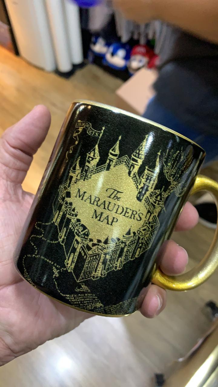 Caneca Preta e Dourada Mapa Do Maroto: Harry Potter