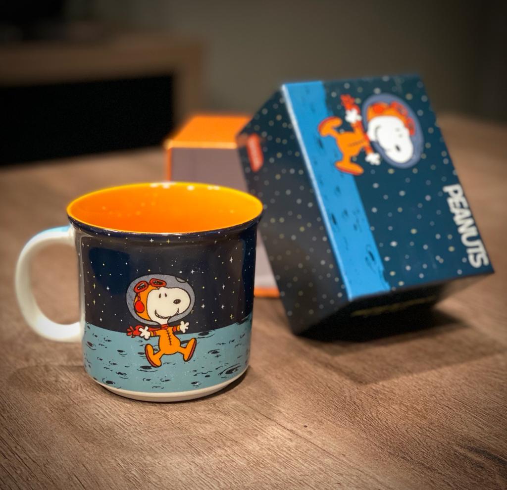 Caneca Snoopy Astronauta Na Lua - Peanuts  (350ml)