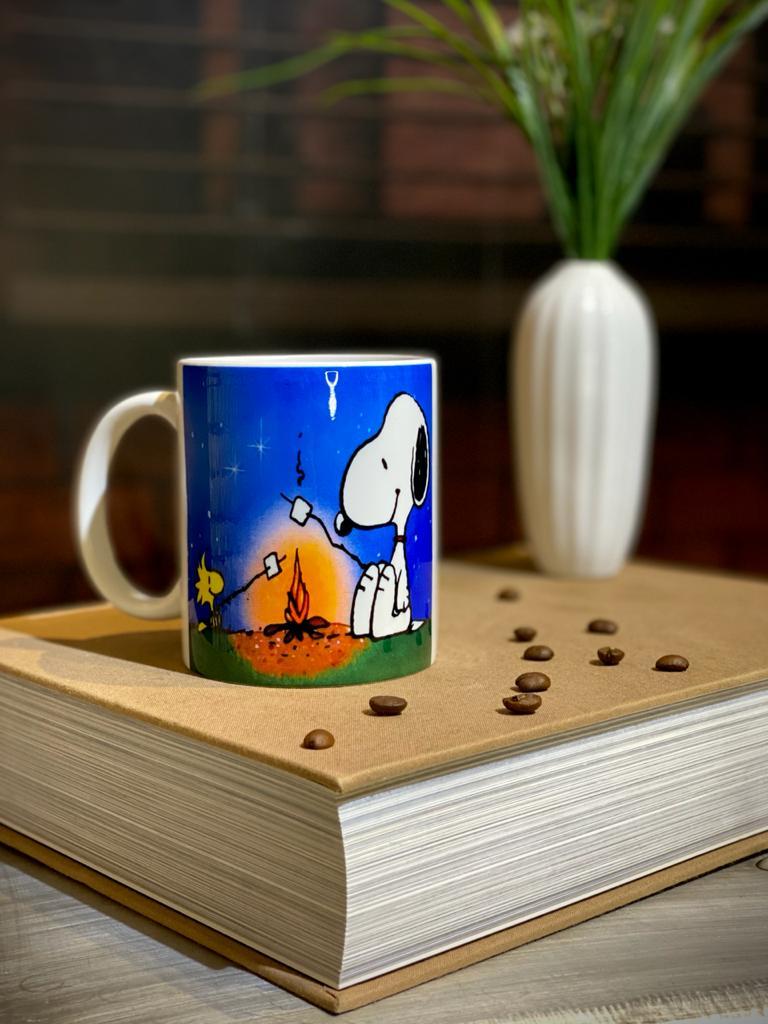 Caneca Snoopy e Woodstock Acampando: Peanuts (Branca) - EV