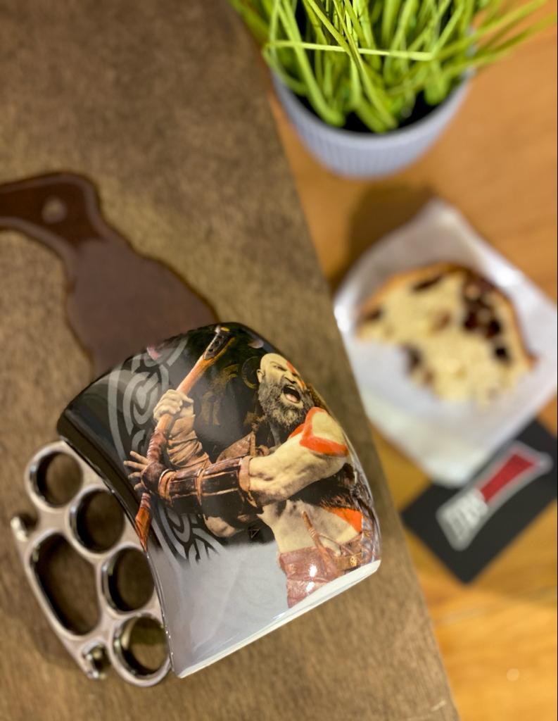 Caneca Soco Inglês Kratos & Atreus: God of War (380ml)