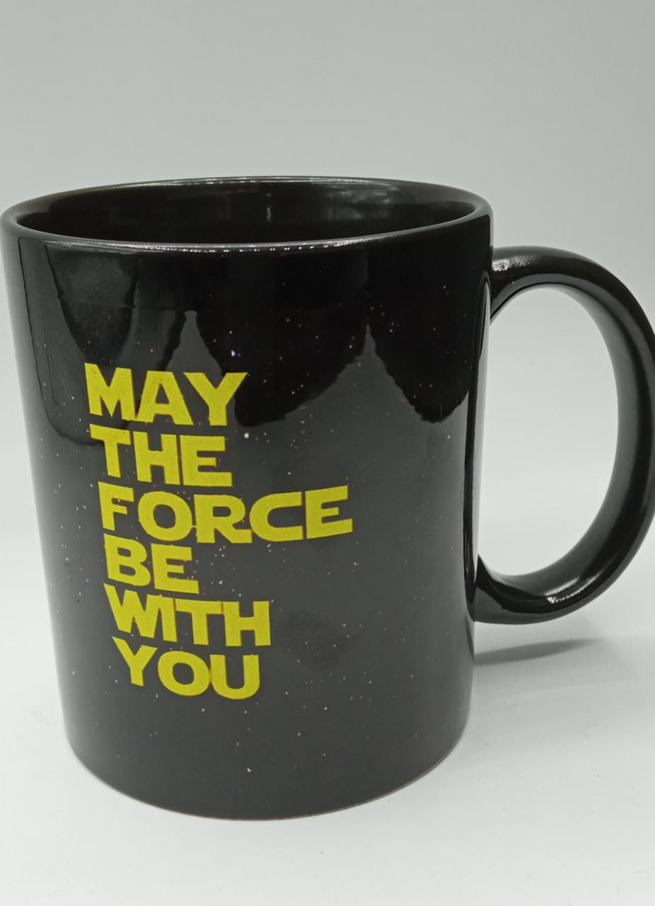 """Caneca Star Wars: """"May The Force Be With You"""" (Preta) - EV"""