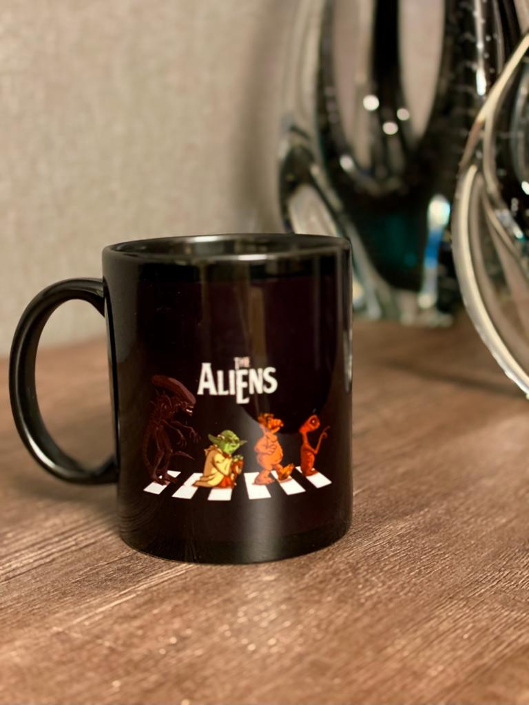Caneca The Aliens: Abbey Road