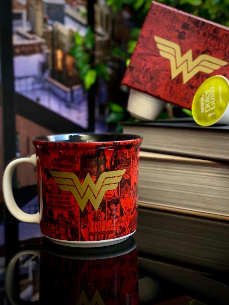 Caneca Tom Mulher Maravilha HQ - DC Comics (350ml)