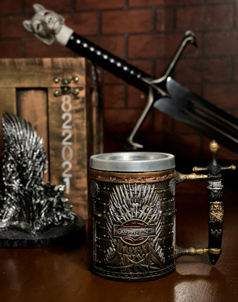 Caneca Trono de Ferro (Iron Throne): Game of Thrones