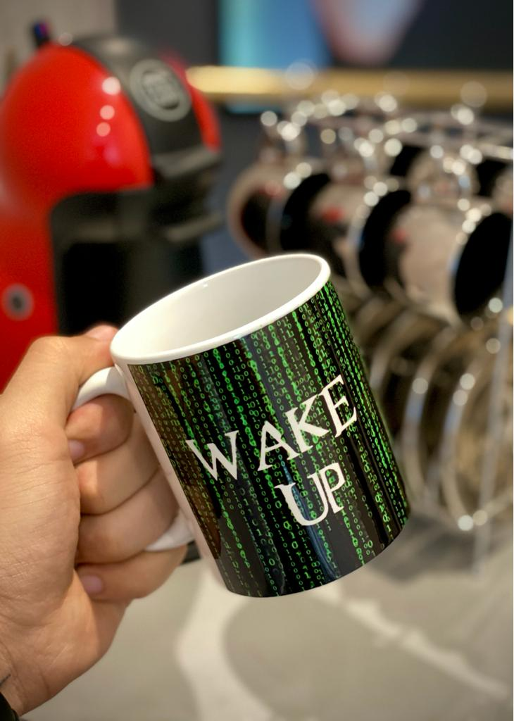 Caneca: '' Wake Up '' (Matrix)