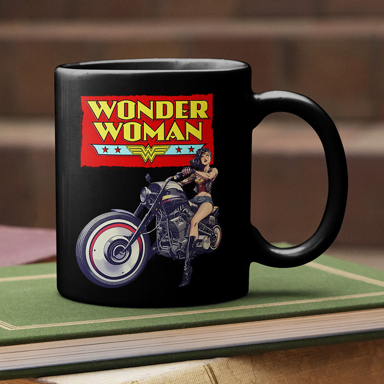 Caneca Wonder Woman Motorcycle Mulher Maravilha Motocicleta (Preta) - EV