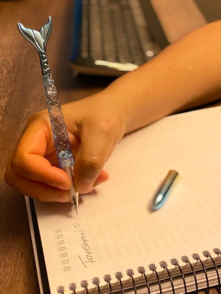 Caneta Gel: ''Calda de Sereia Com Gliter'' Azul (Tinta Preta)
