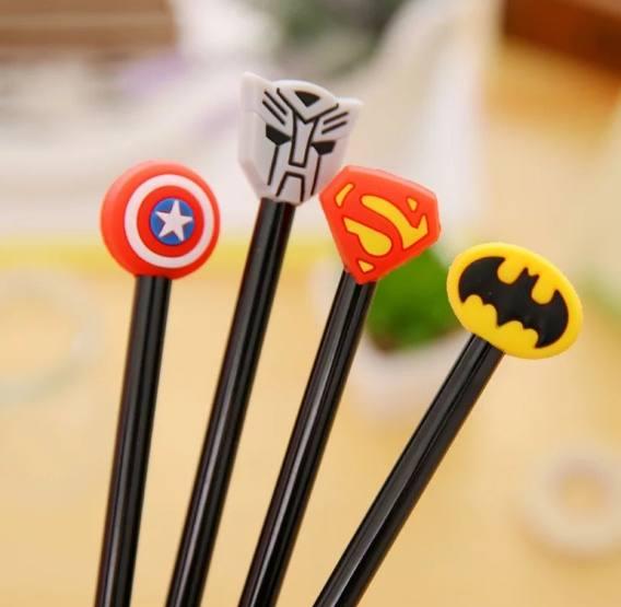 Caneta Logo Super-Heróis (4 Modelos)
