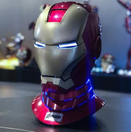 Capacete Eletrônico Colecionável com Base Homem de Ferro Mark 7: Vingadores Avengers Escala 1/1 Marvel - EVALI