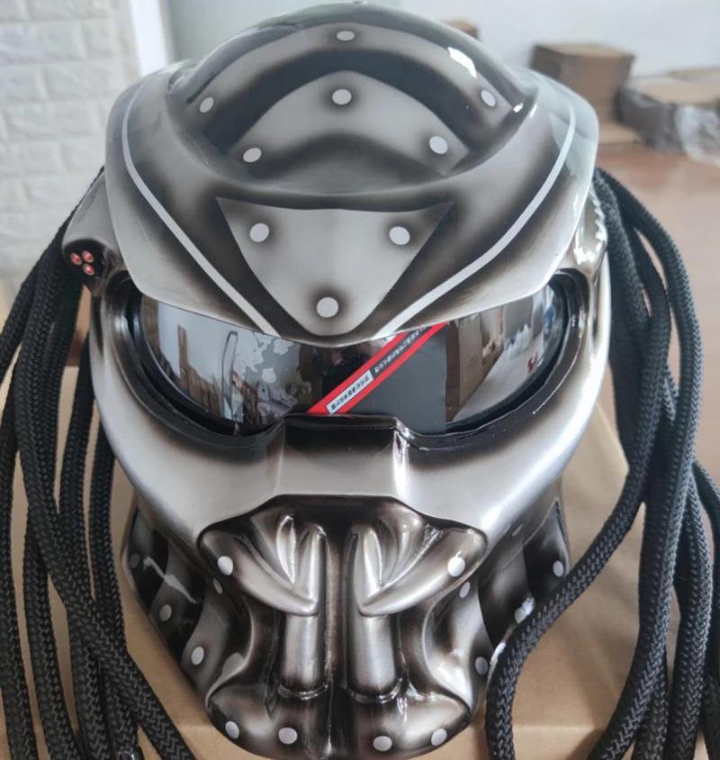 Capacete Motociclista Predador Predator: O Predador Cinza Com Luz Led - EVALI