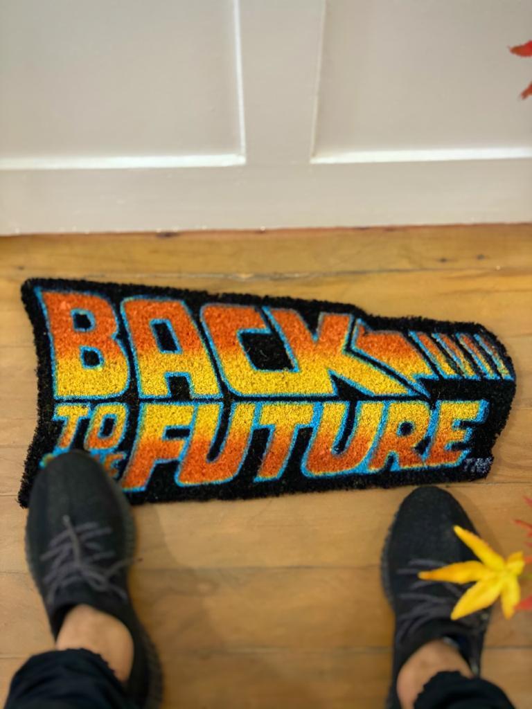 Capacho Logo De Volta Para O Futuro (Back to the Future) PRESENTE E DECORAÇÃO GEEK