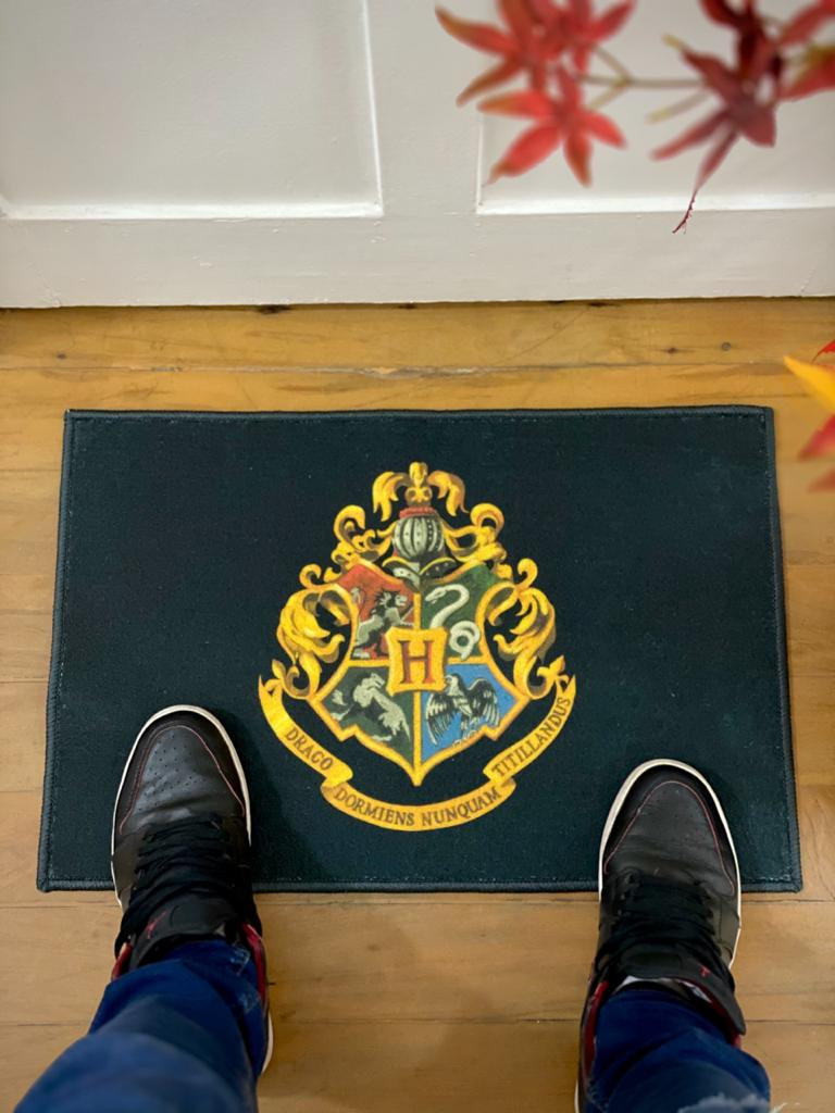 Capacho/Tapete: Brasão Hogwarts (Harry Potter)