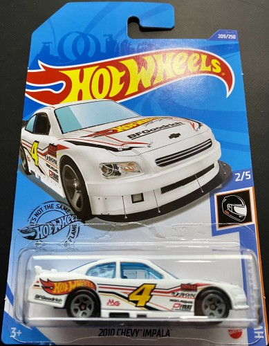 Carrinho Hot Wheels 2010 Chevy Impala (GJMVE) HW Race Team - Mattel
