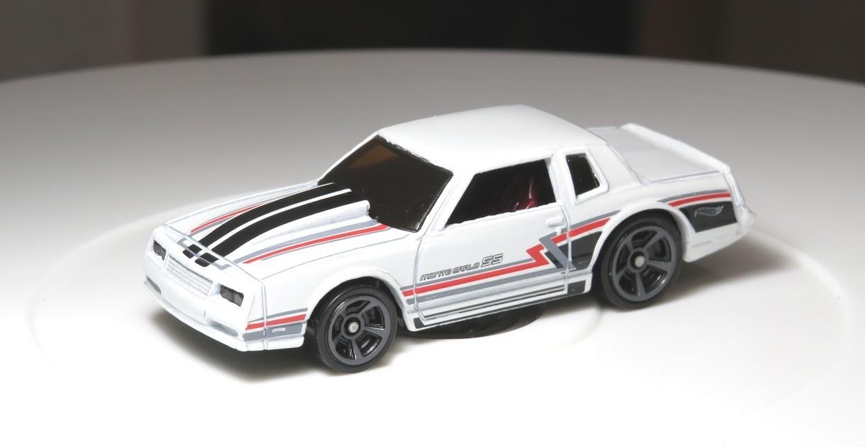 Carrinho Hot Wheels: `86 Monte Carlo SS (LLMQY) Muscle Mania - Mattel