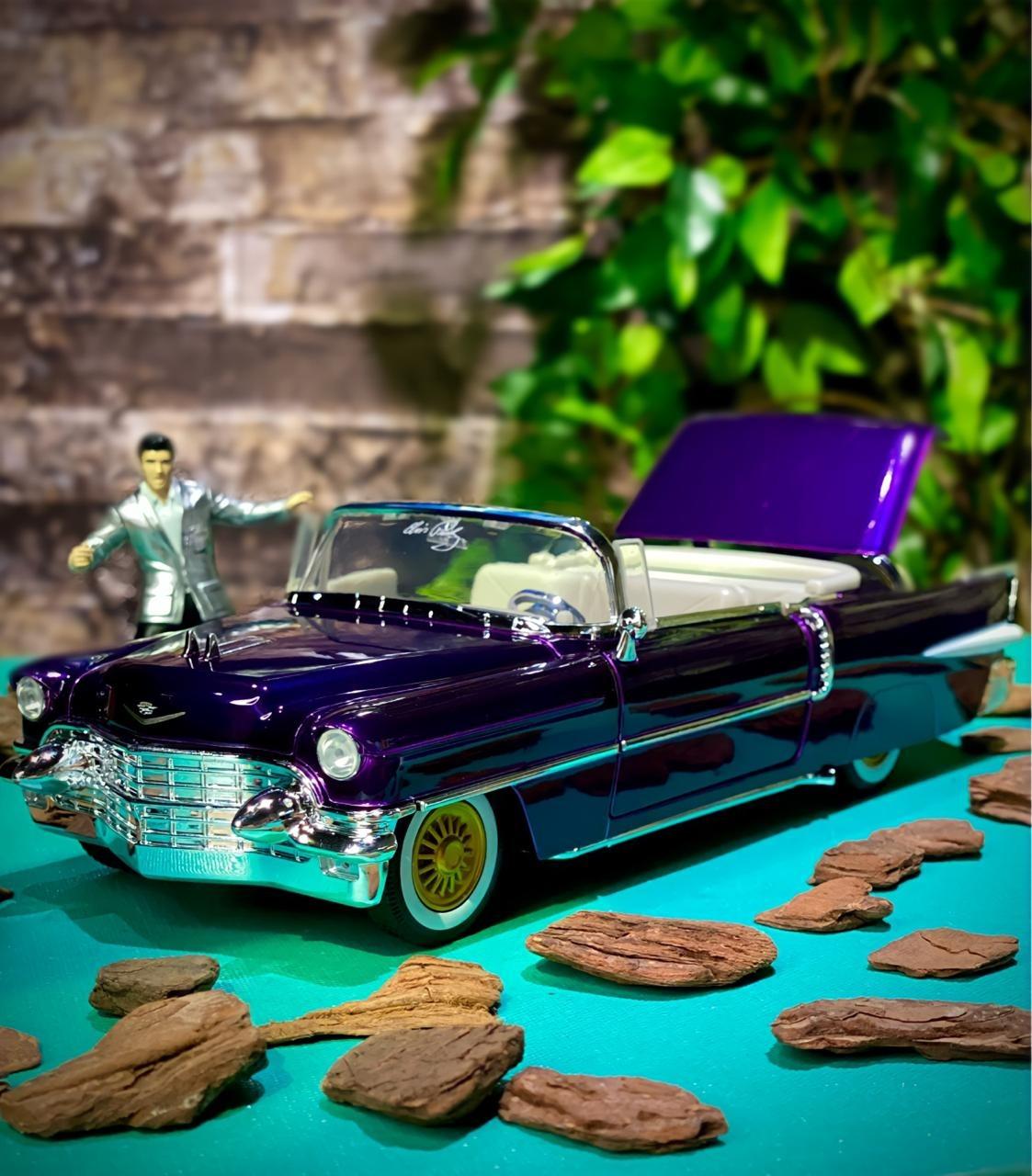 Carro Com Boneco 1956 Cadillac Eldorado (Roxo): Elvis Presley (Die Cast Figure) Escala 1/24 - Jada Toys