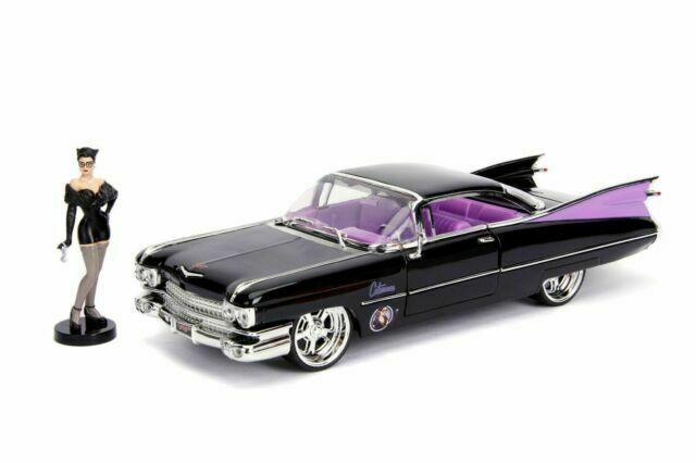 Carro Com Boneco Catwoman e 1959 Cadillac Coupe DeVille: DC Comics (Die Cast Figure) Escala 1/24 - Jada Toys
