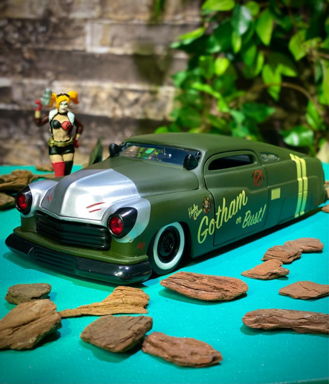 Carro Com Boneco Harley Quiin & 1951 Mercury: Harley Quiin (Die Cast Figure) Escala 1/24 - Jada Toys