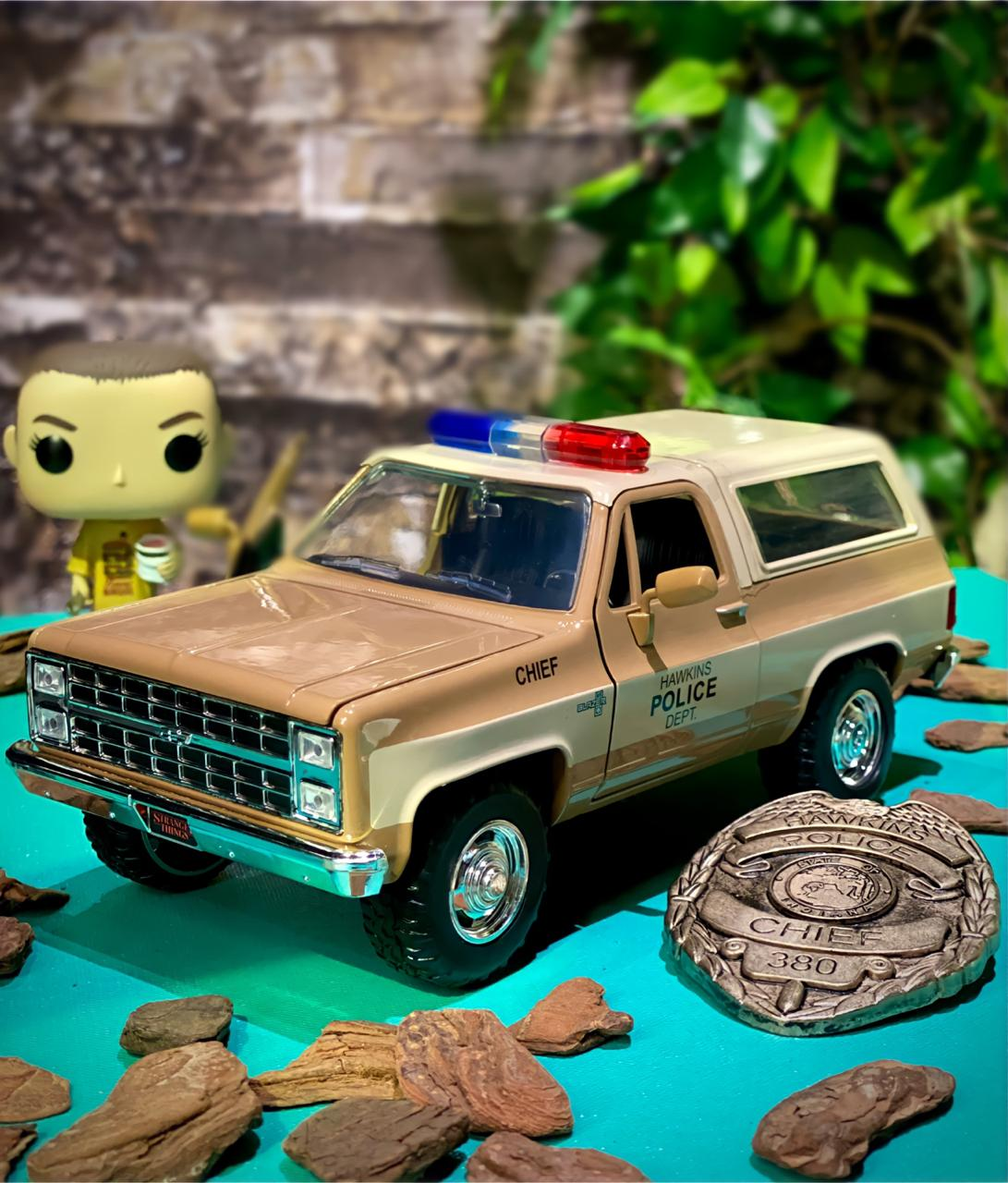 Carro Com Distintivo Hopper Chevy Blazer : Strager Things (Die Cast Figure) Escala 1/24 - Jada Toys