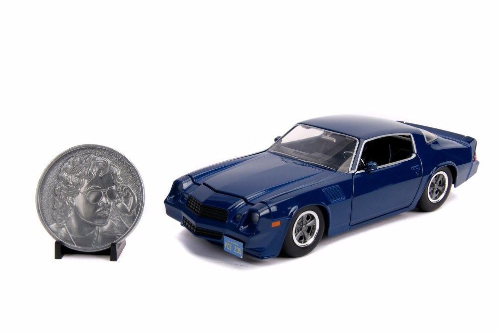 Carro Com Moeda Colecionável Billy's Chevy Camaro Z28: Stranger Things (Die Cast Figure) Escala 1/24 - Jada Toys