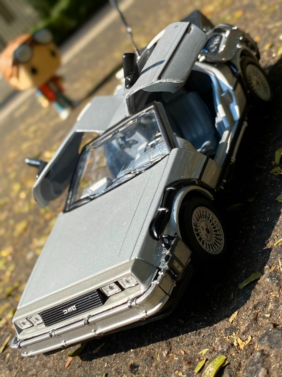 Carro DeLorean: De Volta Para o Futuro 1 (Back to the Future I) Escala 1/24 - Welly