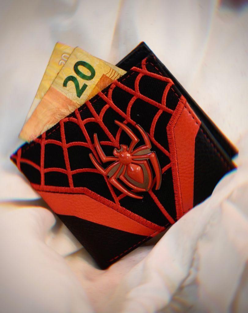 Carteira Emblema Homem Aranha Spider-Man Miles Morales Aranhaverso Spiderverso Marvel Comics