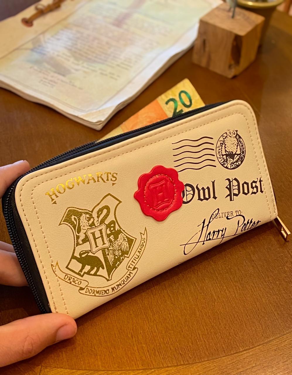 Carteira Retangular: ''Owl Post, Deliver To Harry Potter'' Hogwarts - Harry Potter
