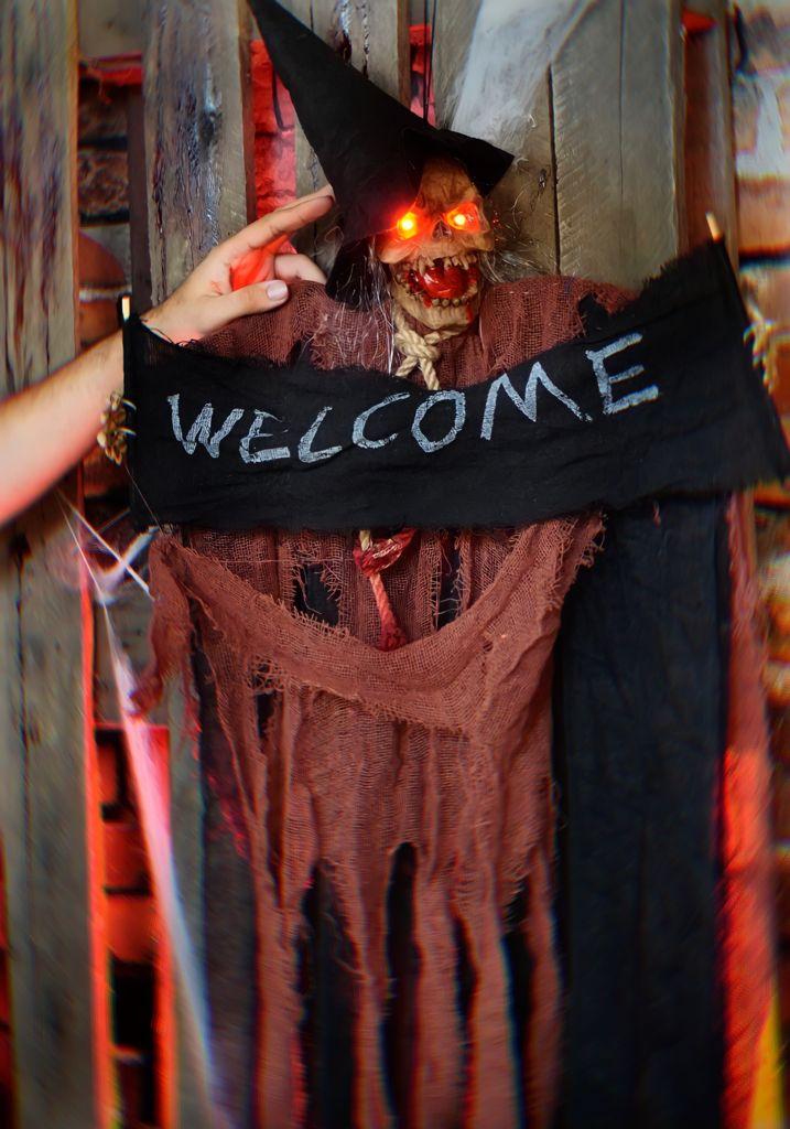 Caveira Bruxa Eletrônica Pendente Decorativa com Luz e Som Terror Halloween Dia das Bruxas
