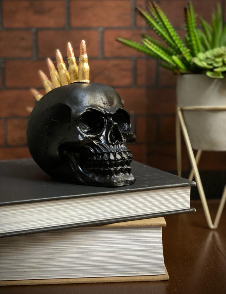 Caveira Crânio Skull Decorativa Preta Moicano Bala De Fuzil