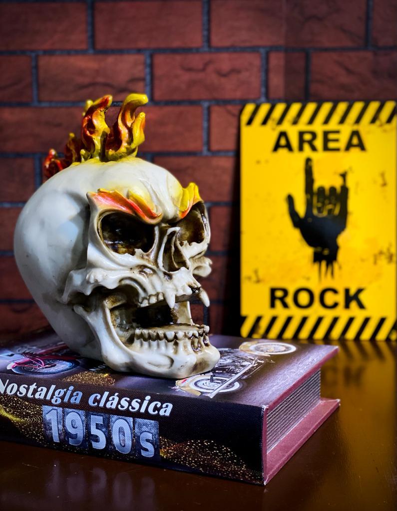 Caveira Skull Moicano de Fogo