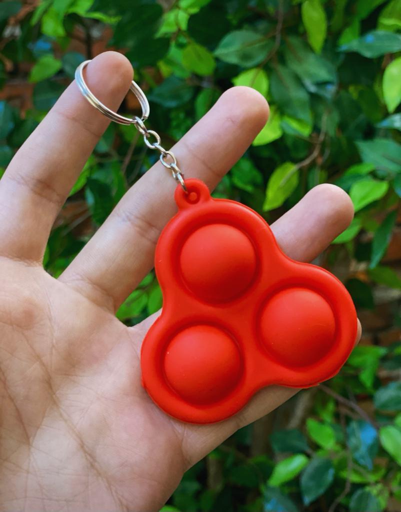 Chaveiro Brinquedo Anti Estresse Pop It Fidget Pop Tube Stress Ball Wacky Track SquishMallow Bubble Bolha Triângulo Spinner Vermelho Sensorial de Alívio de Stress