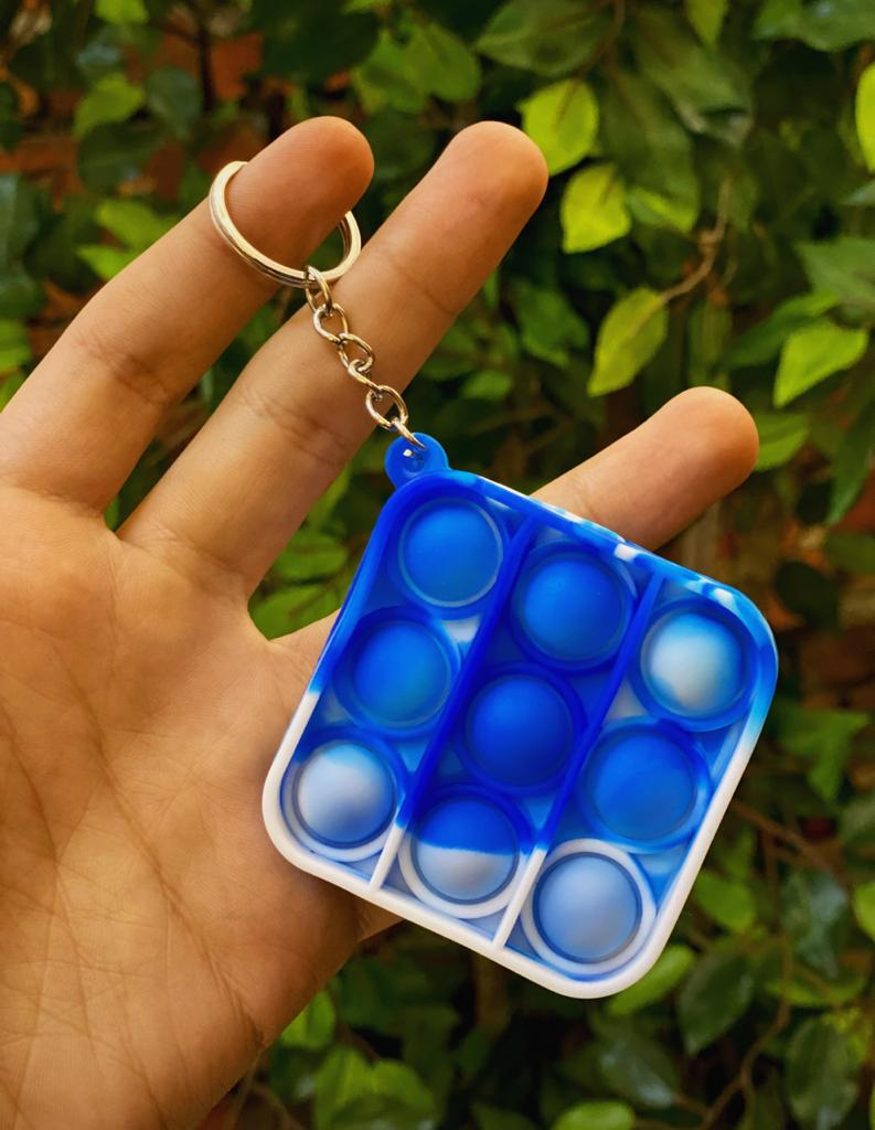 Chaveiro Brinquedo Anti Estresse Pop It Fidget Pop Tube Stress Ball Wacky Track SquishMallow Bubble Bolha Quadrado Azul Sensorial de Alívio de Stress Tie Dye