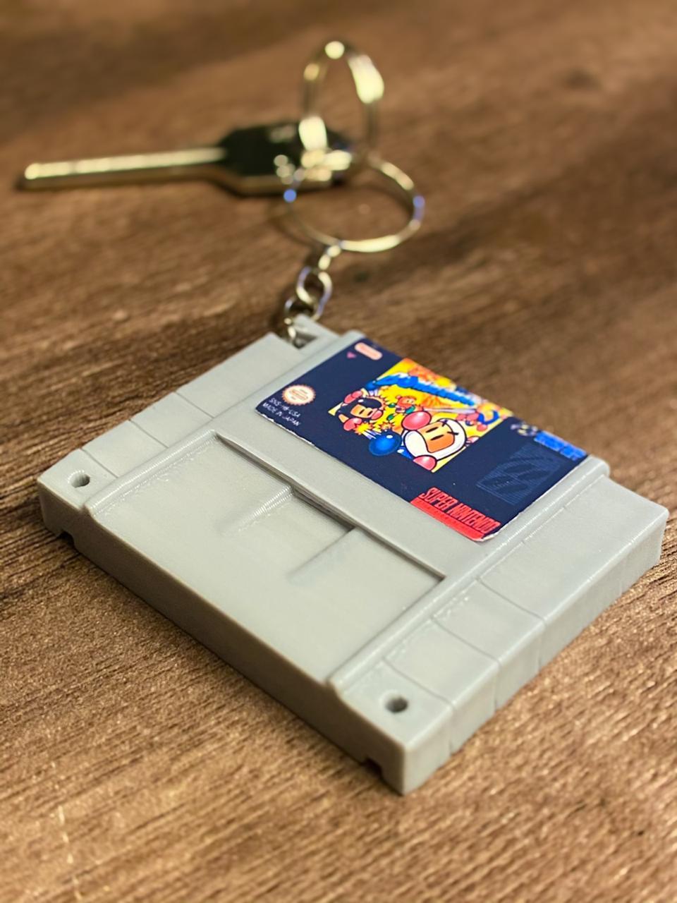 Chaveiro Cartucho Super Bomberman.: Nintendo