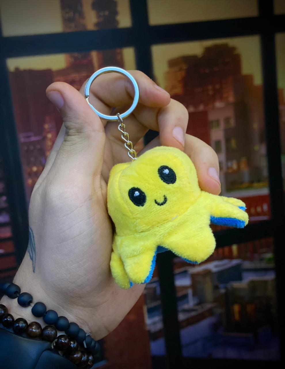 Chaveiro Pelucia Do Humor Polvo Flip Reversivel Amarelo e Azul: Kawaii Brinquedo Tik Tok 5cm
