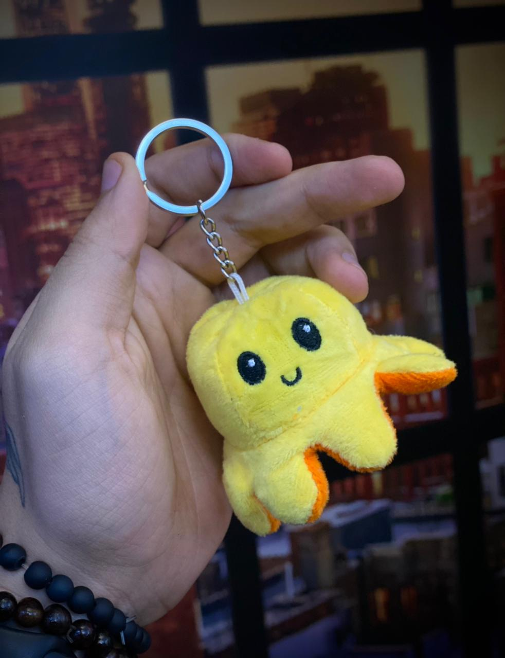 Chaveiro Pelucia Do Humor Polvo Flip Reversivel Laranja e Amarelo: Kawaii Brinquedo Tik Tok 5cm