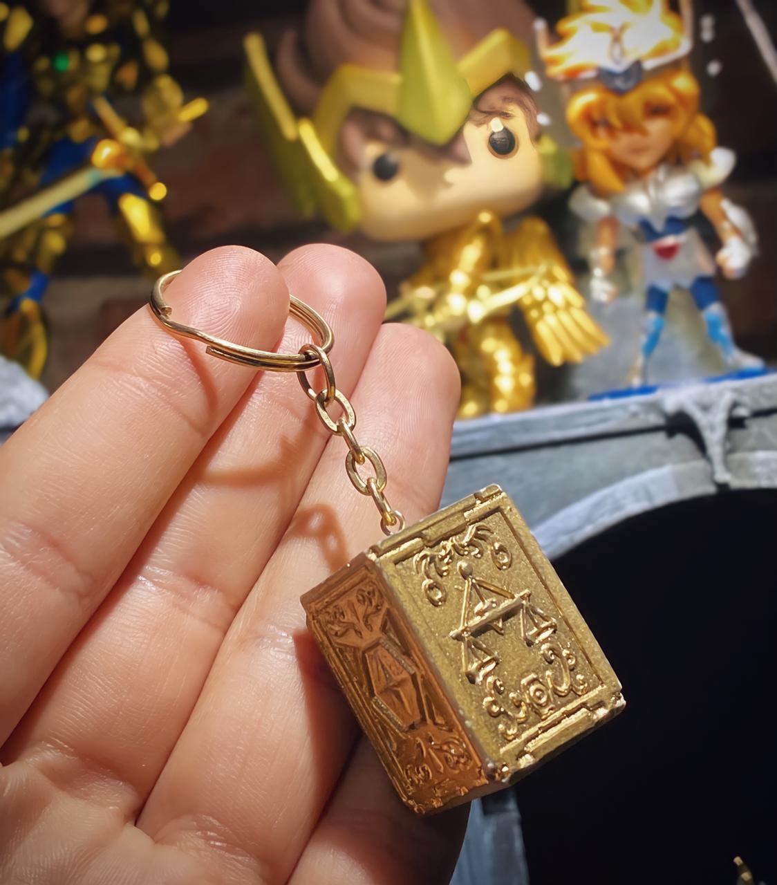 Chaveiro Caixa de Pandora Urna Armadura de Ouro Dohko De Libra Os Cavaleiros do Zodíaco Saint Seiya - Anime Mangá