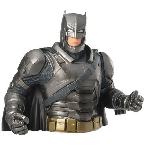 Cofre Busto Armored Batman: Batman vs Superman - Monogram