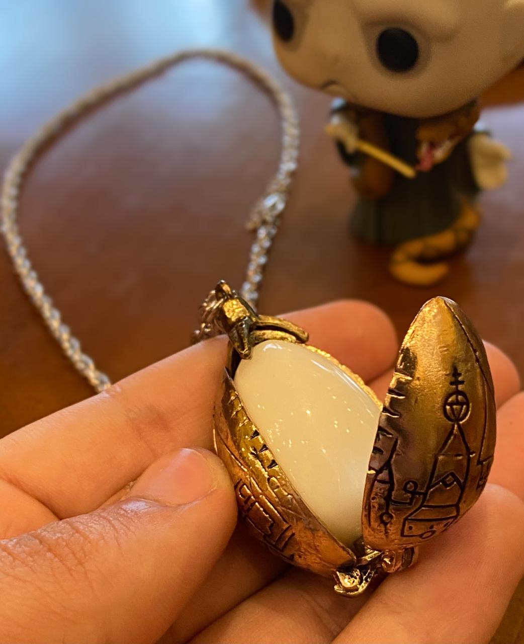 """Colar """"Ovo Dourado de Dragao"""": Harry Potter"""
