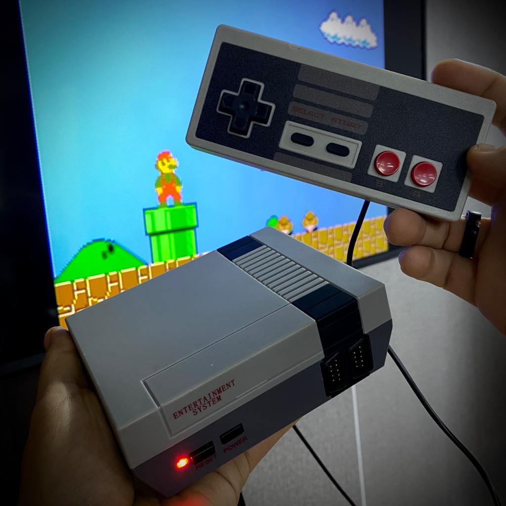 Console Mini Nintendo 8 Bits Nes Classico Edição De Aniversario Anniversary Edition 500 Jogos Games (2 Controles) - EV