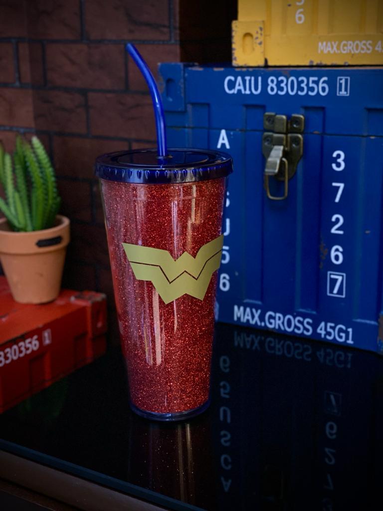 Copo com Canudo e Cubos de Gelo Mulher Maravilha (Wonder Woman): Liga da Justiça