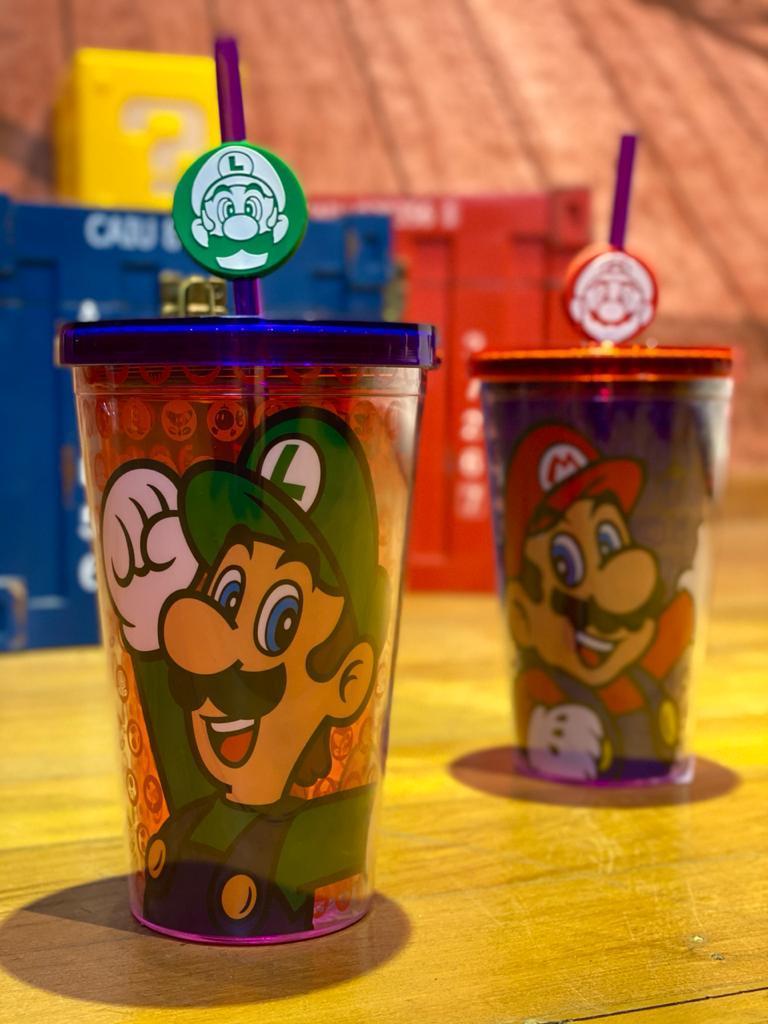 Copo com Canudo Pingente Luigi: Super Mario Bros - (500ML)