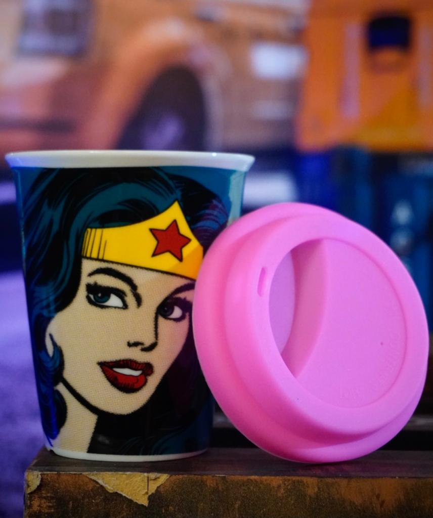 Copo com Tampa Silicone Mulher Maravilha Wonder Woman  DC Comics