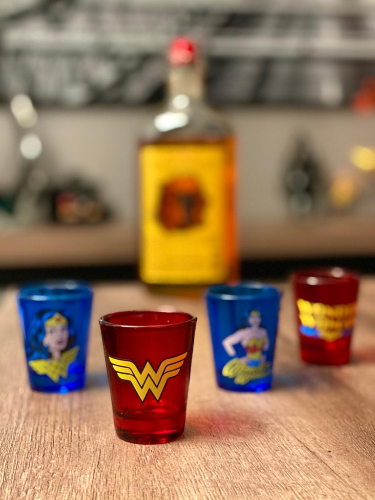 Copo Dose (Shot) Mulher Maravilha: (Wonder Woman): DC Comics (Set 4 Peças) - Urban