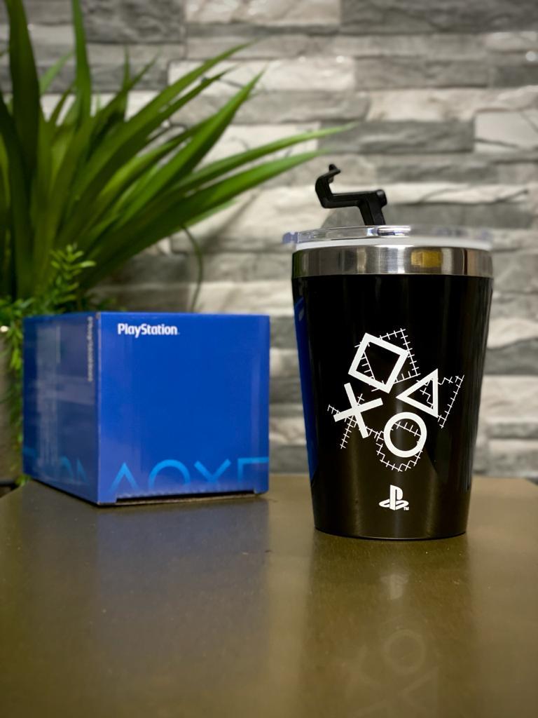 Copo Para Viagem Botões Playstation ''Since 1994'': Playstation (300ml)