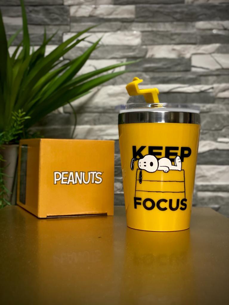 Copo Para Viagem ''Keep Focus Snoopy'': Peanuts (300ml)