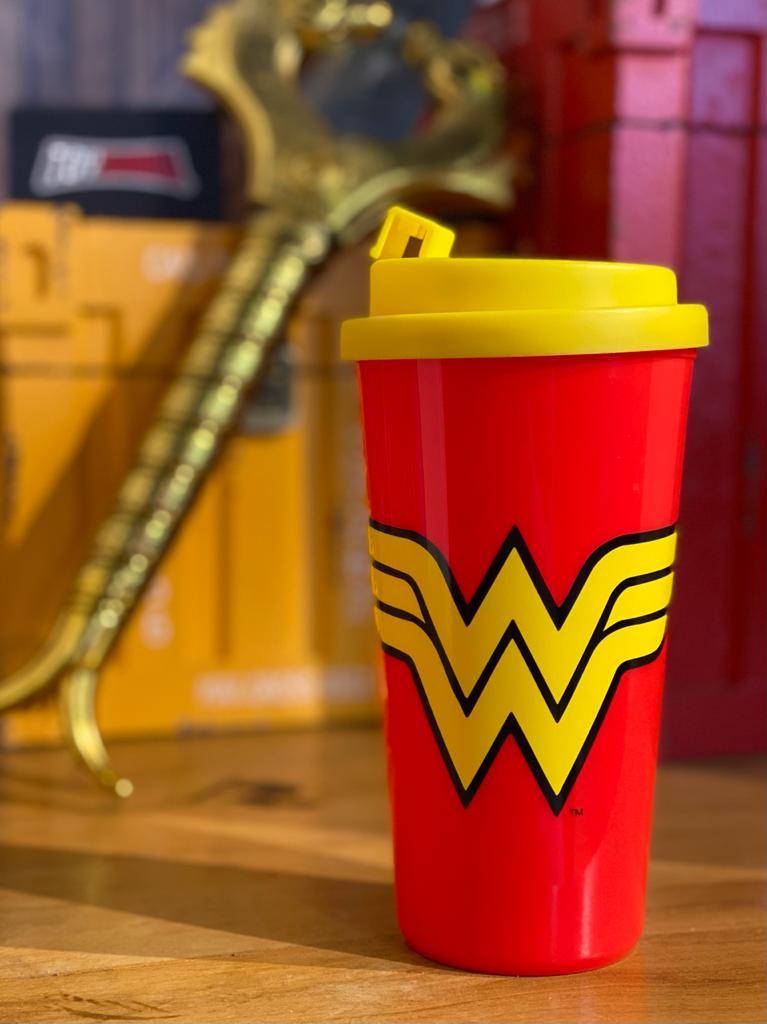 Copo Plástico Vermelho: Mulher-Maravilha (Wonder Woman)  500ml - Urban